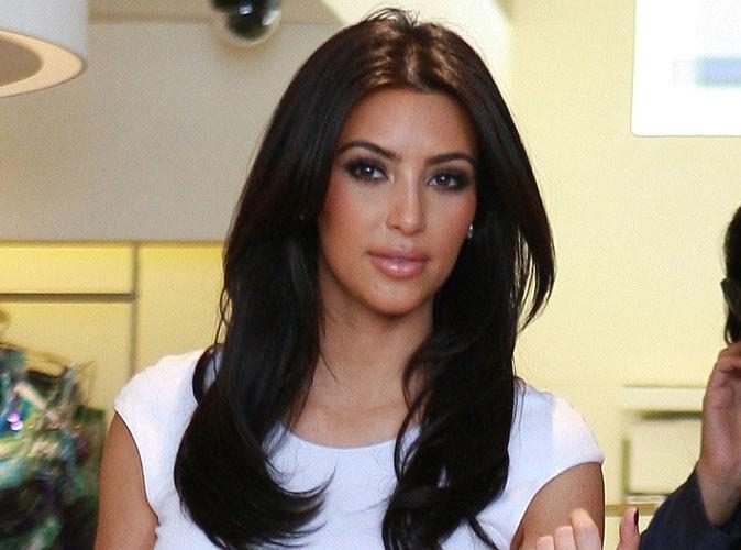 Kim Kardashian vue sortant de chez Vera Wang... Aurait-elle trouvé sa robe de mariée ?!