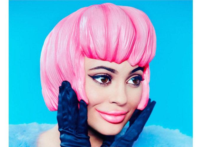 Kylie Jenner : poupée plastique en couverture de Paper Magazine !