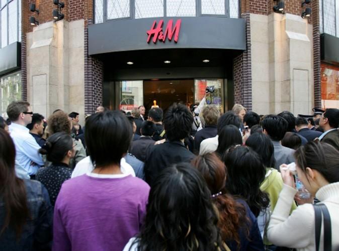 Mode : 22h de queue pour la collection Versace for H&M !