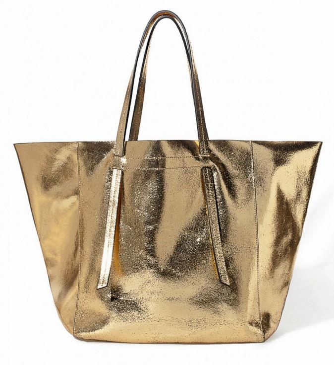 En cuir, craquelé doré, Zara, 129€