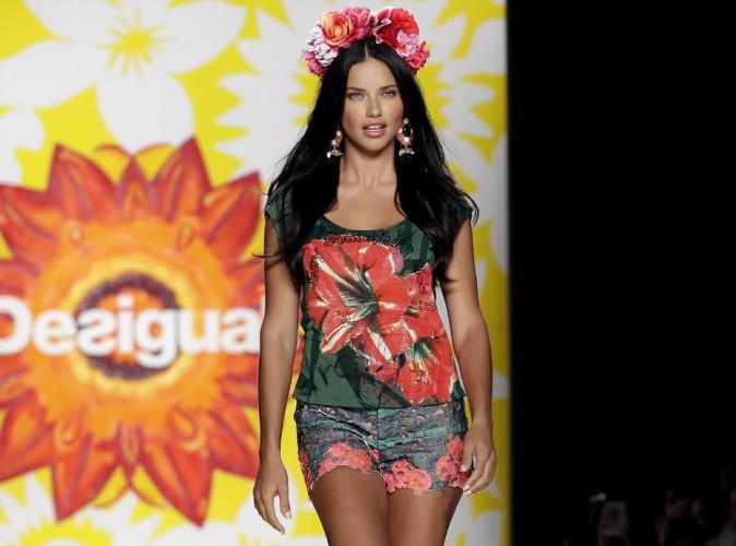 Adriana Lima : du fun et des fleurs pour le défilé Desigual à la Fashion Week de New-York !