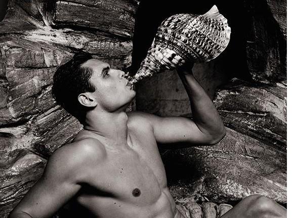 Mode : Florent Manaudou : le beau gosse de la natation, sexy comme jamais sous l'objectif de Karl Lagerfeld !