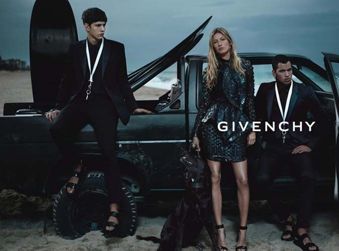Mode : Gisele Bündchen pose avec la mascotte de Riccardo Tisci pour Givenchy !