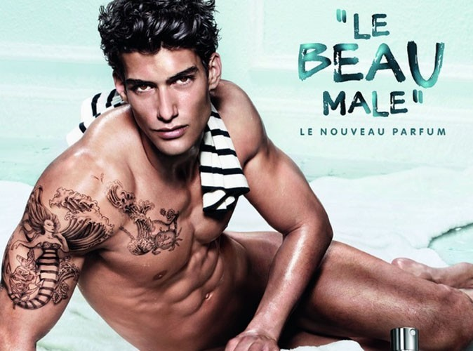 Mode : Jean Paul Gaultier déshabille l'un de ses mannequins pour sa nouvelle campagne !