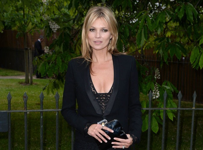 Mode : Kate Moss devient styliste et relookera vos accessoires high-tech !