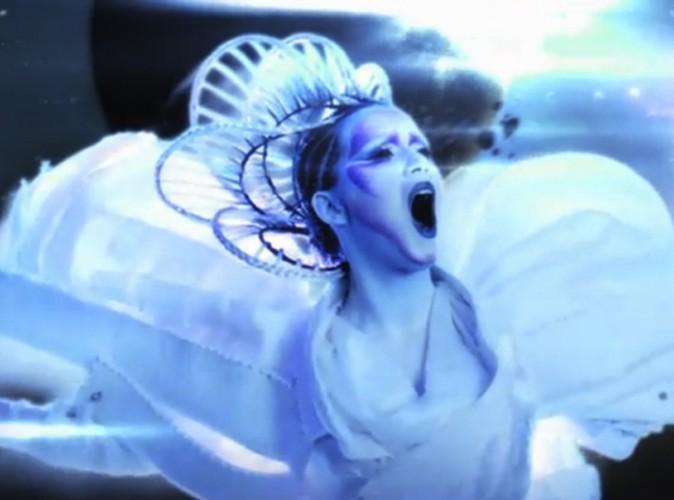 Mode : Katy Perry habillée par Viktor & Rolf dans son dernier clip E.T