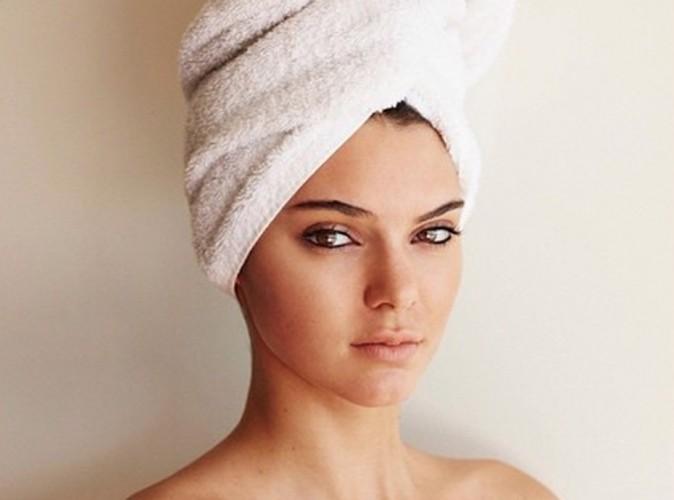"""Mode : Kendall Jenner : nue, elle intègre la série de photos """"Towel"""" de Mario Testino !"""