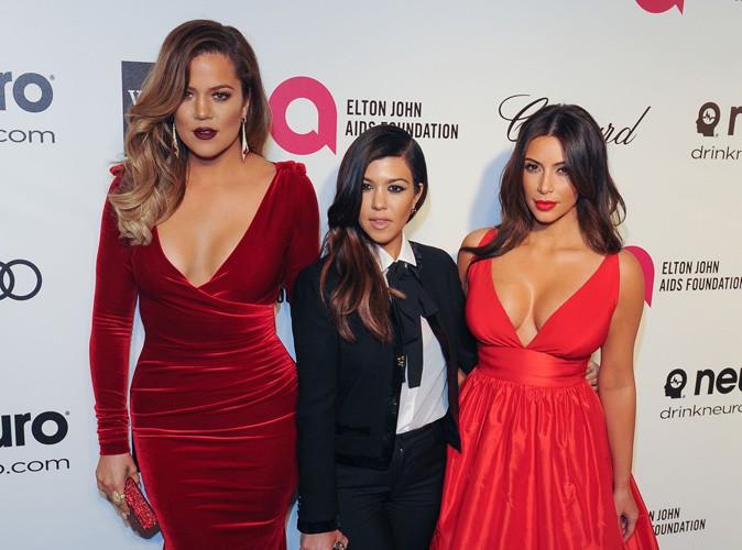 """Mode : Khloé Kardashian : """"Pour l'été, mélangez des couleurs unies à des tons pastel !"""""""