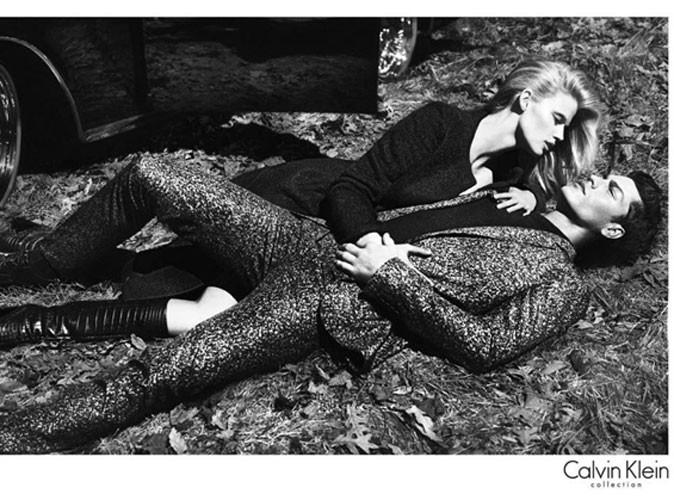 Mode : Lara Stone conserve son statut d'égérie glamour pour la campagne automne 2012 de Calvin Klein !