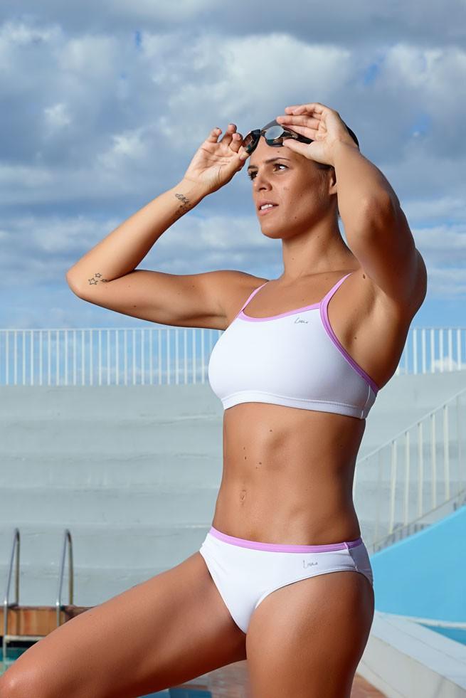 Laure Manaudou : Elle se la joue mannequin pour sa marque de maillots de bain !