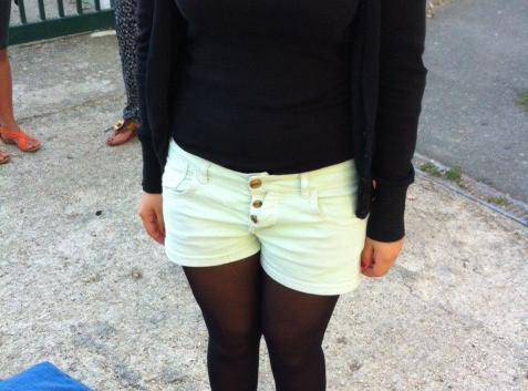 """Mode : les """"leggings sans tunique, jupes au-dessus de mi-cuisse, débardeurs transparents et les décolletés importants"""" ne sont plus les bienvenus dans l'enceinte des lycées !"""