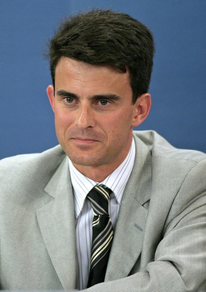 Manuel Valls se lance dans les motifs