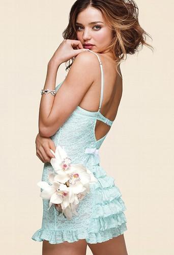 Miranda Kerr fraichement mariée pour Victoria's secret !