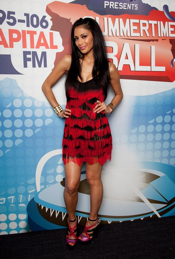 En robe flamenco, Nicole fait latina premier degré