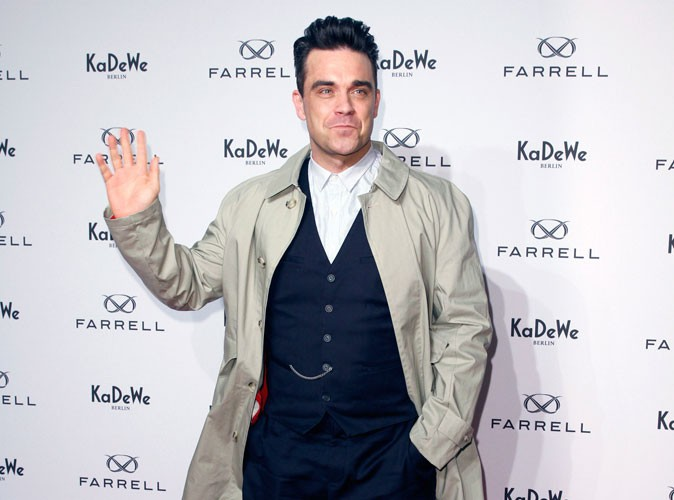 Mode : Robbie Williams : il dit bye bye à Farrell, sa marque de vêtements en faillite !