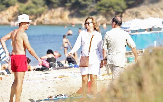 Sur la plage, elle a sorti son bermuda blanc !