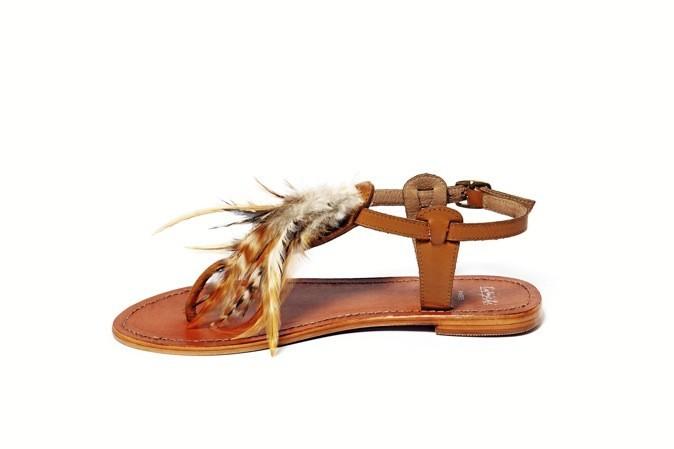 Sandales à plumes, Galeries Lafayette. 49 €