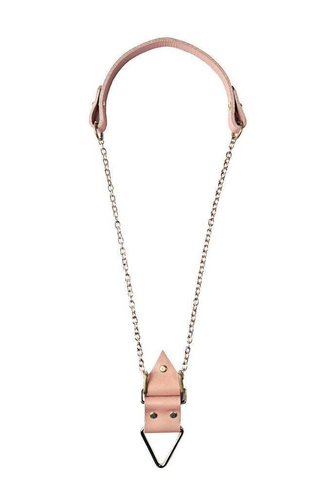 Le collier Amulet en cuir et laiton Moxham à 64 € !