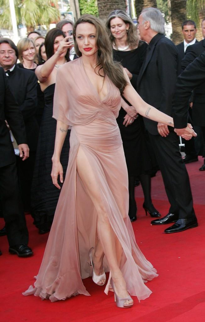 Angelina Jolie opte pour la robe rose poudrée pour le 62ème Festival de Cannes !