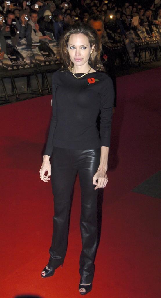 Angelina Jolie toute de noir vêtue !