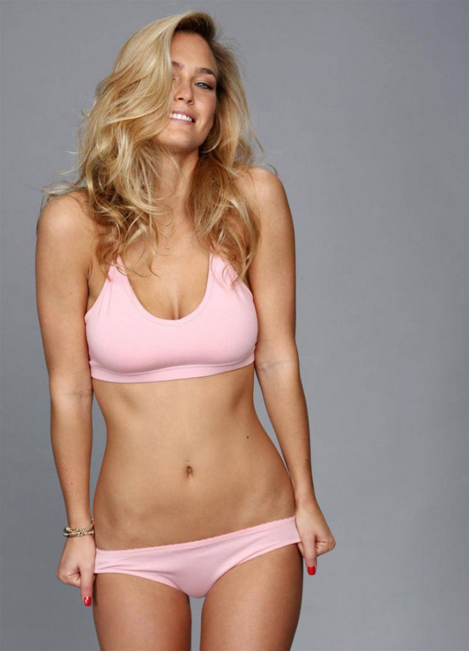 Bar Refaeli pour Under Me.