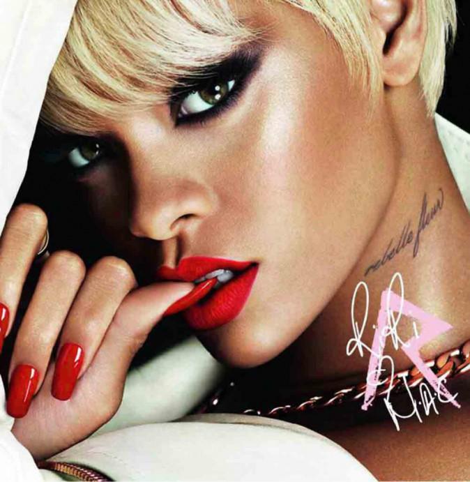 Rihanna pour MAC : Riri n'a pas fini de nous inspirer... Plus sexy que jamais, elle est le nouveau visage de la campagne Viva Glam.