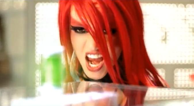 Britney Spears rousse dans le clip Toxic !
