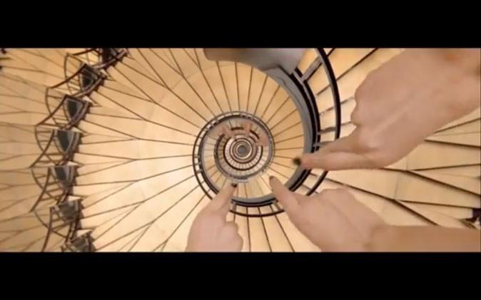 Les mythiques escaliers de la rue Cambon !