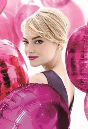Emma Stone, égérie girly pour Revlon !
