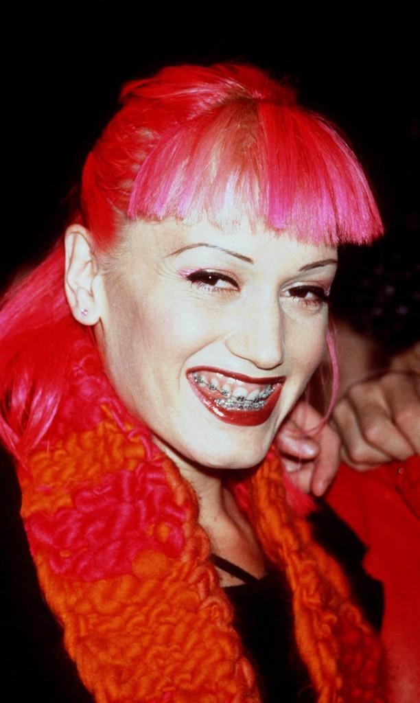 Les fameux cheveux rouges ! Avec des bagues et du rouge à lèvres... en 2006