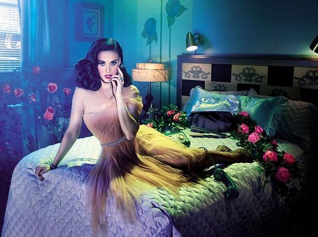 La coiffure rétro de Katy Perry pour GHD