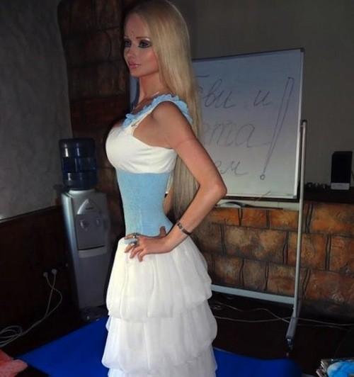 Valeria Lukyanova voulait devenir comme son idole !