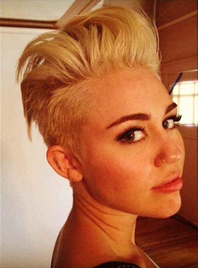 Miley Cyrus en photo sur l'Instagram de Chris McMillan, le coiffeur de Jen !