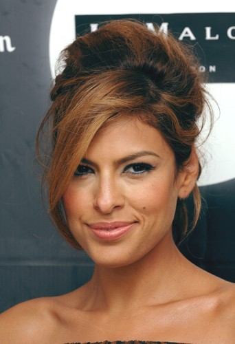 beaut mode d 39 emploi du chignon boule comme jennifer lopez et eva mendes. Black Bedroom Furniture Sets. Home Design Ideas