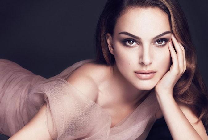 Simple avec son air taquin, Natalie est le parfait modèle!