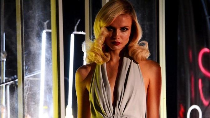 Natasha Poly dans les coulisses du shooting de la publicité