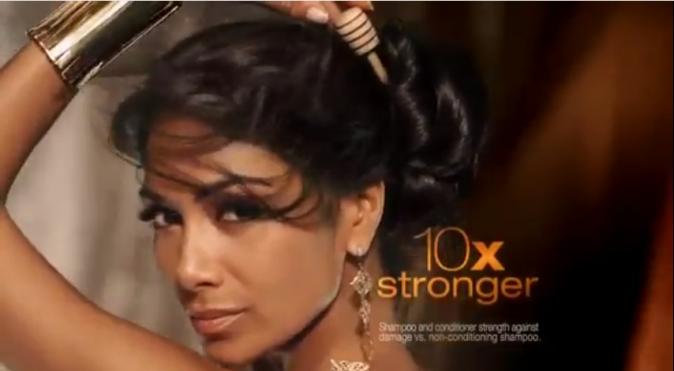 Nicole Scherzinger pour les shampoings Herbal Essences