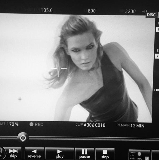 Beauté : Photos : Karlie Kloss : espiègle pour la prochaine campagne L'Oréal !