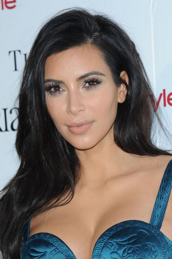 Beauté : Photos : Kim Kardashian : découvrez son secret pour avoir des cils glamour !