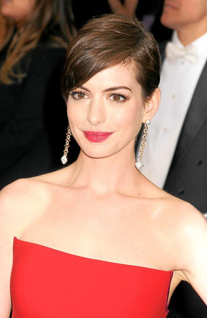 Anne Hathaway : Le régime basses calories : cela consiste à n'ingérer que 500 calories par jour au lieu de 1200. Pour Les Misérables, l'...