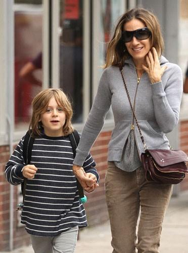 Avec son fils, elle protège ses cheveux !