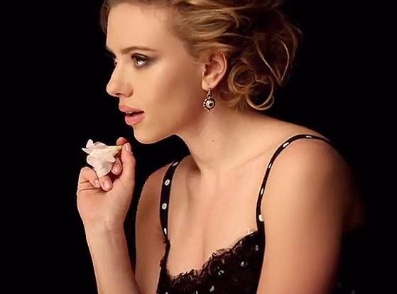 Scarlett Johansson : se mue en beauté hollywoodienne pour rendre hommage à Marylin avec D&G …