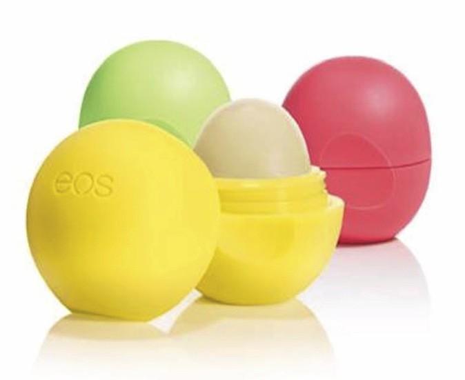 Baumes à lèvre Eos disponibles chez Sephora. 5€