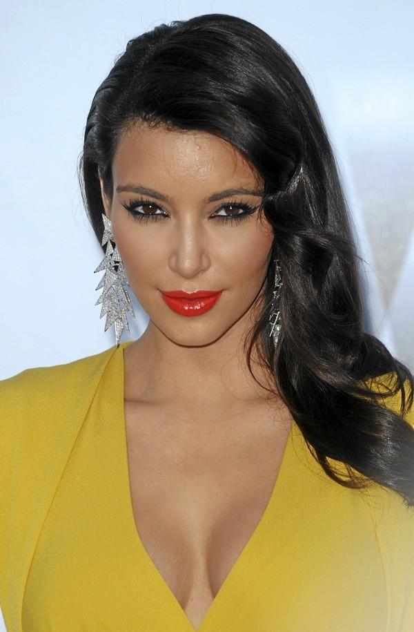 Comme Kim Kardashian, adoptez le look brillantissime !