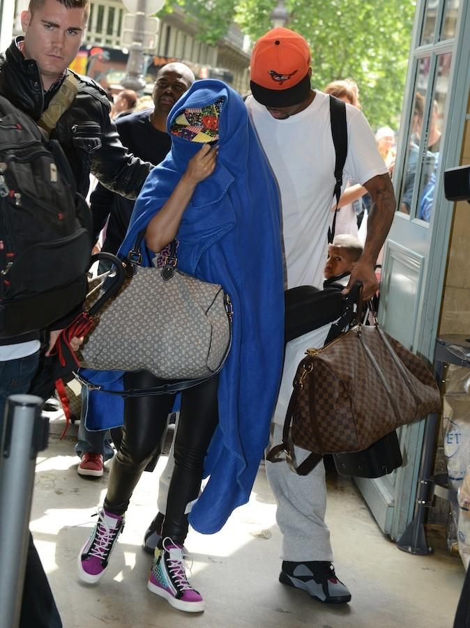 Nicki Minaj, pourquoi mettre des fortunes dans des vêtements, quand on peut porter un bon plaid ?