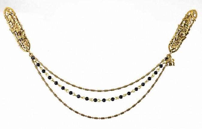 Barrettes en métal et perles, Anna Rivka, 150€