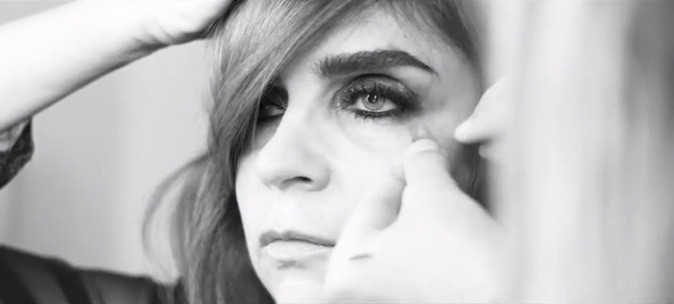 Lorsque les yeux sont très maquillés, il ne faut pas forcer sur les lèvres...