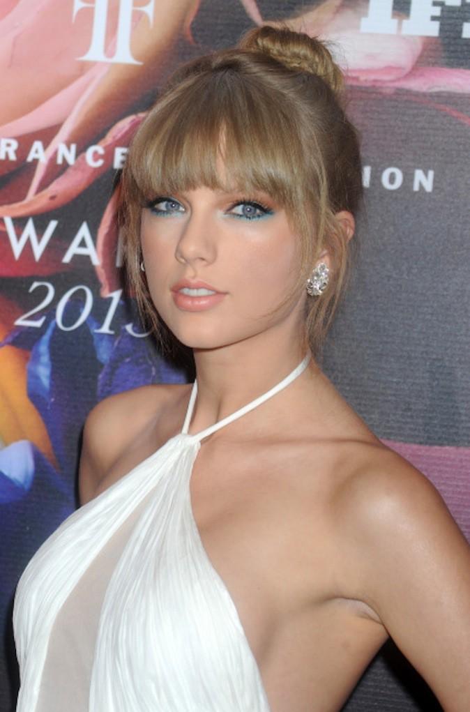 Adoptez la coiffure de fêtes de Taylor Swift !
