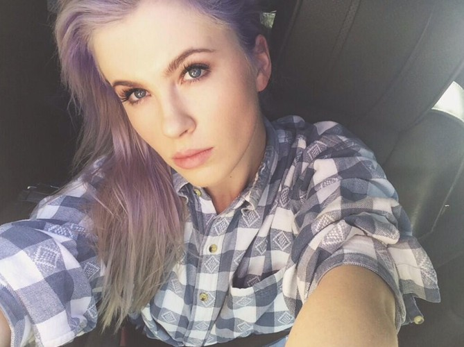 Mauve addict' : Ireland Baldwin !