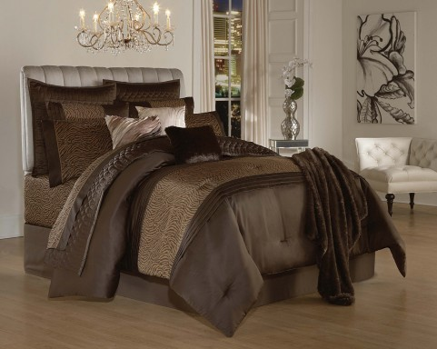 d co d couvrez la collection de linge de maison des s urs kardashian. Black Bedroom Furniture Sets. Home Design Ideas